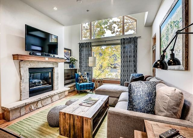 Ski-In/Ski-out 2 Bedroom+loft Contemporary Aspenwood Lodge Penthouse, holiday rental in Wolcott