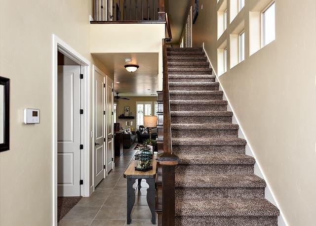 Pasillo principal y escaleras