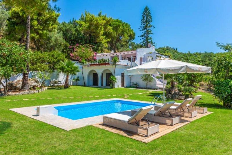 Astarte Villas - Hacienda Villa with Private Pool, holiday rental in Alykes