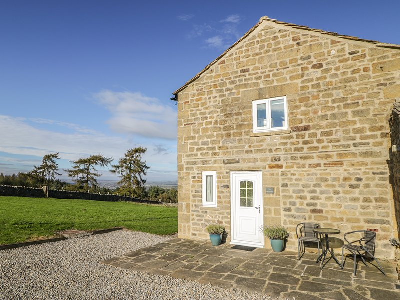 THE GRANARY, stone-built barn conversion, pets welcome, near Masham, Ref 920050, location de vacances à East Witton