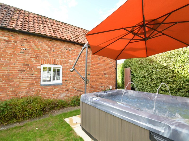 Relax in the hot tub in the garden