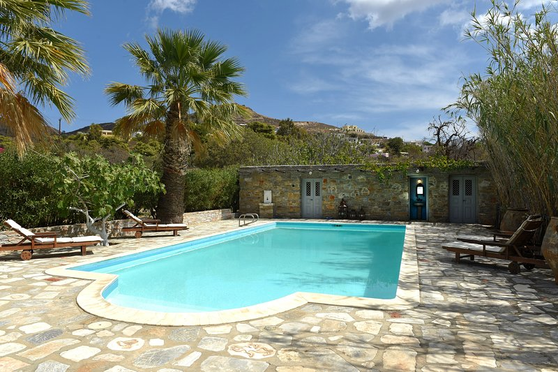 Neo-Classical Mansion Sleeps 9 with Private Pool in Poseidiona with large garden, vacation rental in Megas Gialos