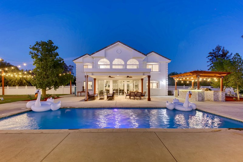 Villa Magnifica, Resort Style Living + Bridal Suite, aluguéis de temporada em Temecula