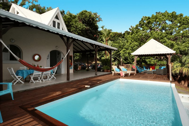 Pool, terrace, hammocks, deckchairs, carbet: everything for an ideal stay!