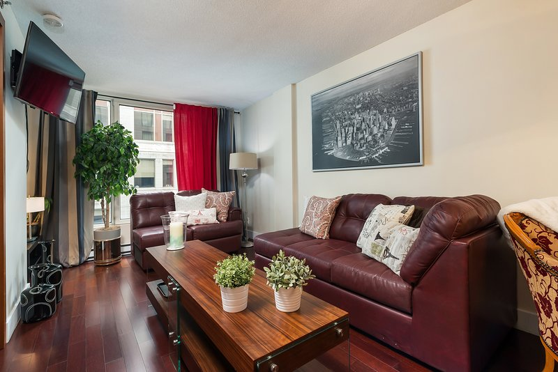 FREE INDOOR PARKING COZY SUITE CENTER OLD PORT, vacation rental in Saint-Lambert