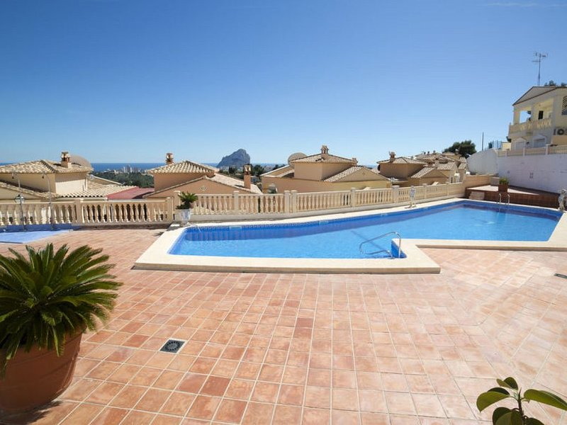 LB011 Immaculate 3 Bedroom Townhouse with Hottub Overlooking Calpe – semesterbostad i Calpe