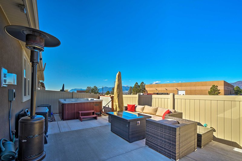 Colorado Springs Townhome-2 mi. To Air Force!, vacation rental in Black Forest
