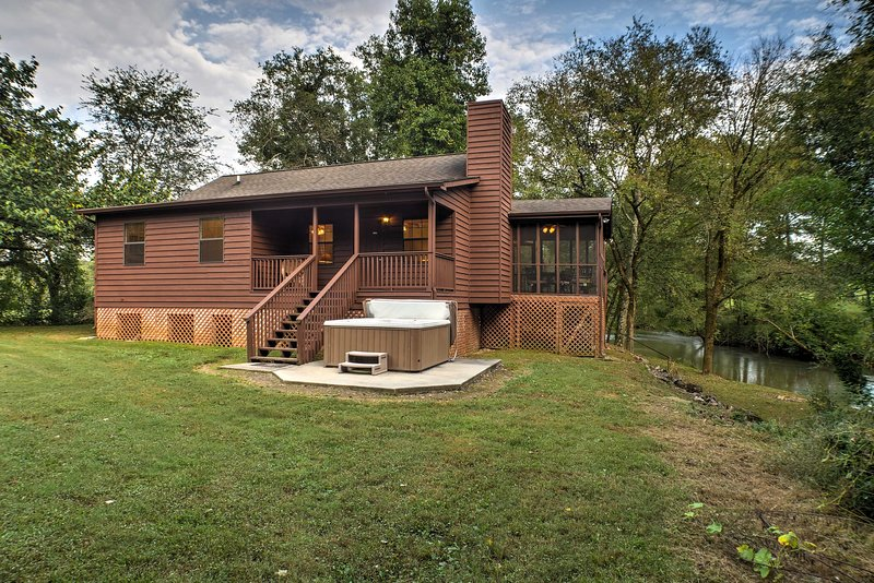 'The Mill House' Creekfront Cabin Near Chattanooga, vacation rental in Soddy Daisy