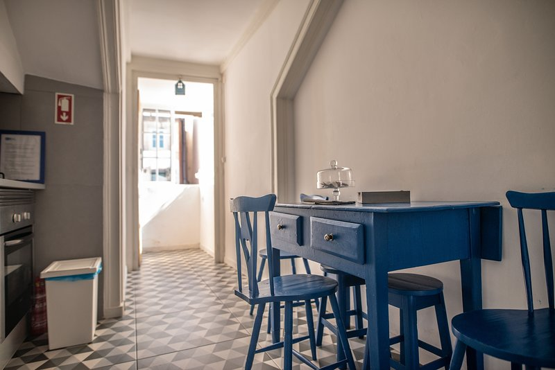 The Blue House, at Bica's Funicular street, vacation rental in Charneca