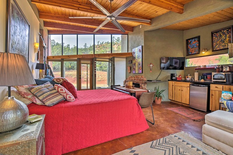 Geometric Glorieta Studio on 11 Picturesque Acres!, holiday rental in Galisteo