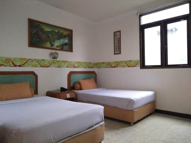 New B Hotel (Standard Twin Room 8), location de vacances à Bandung