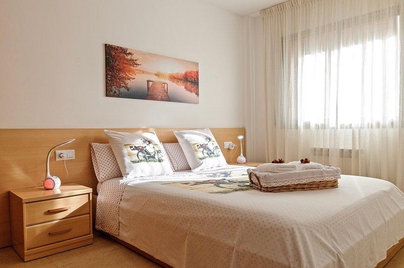 Apartamento ' El Lilà - 2 ' ( Parking incluido ), Ferienwohnung in Girona