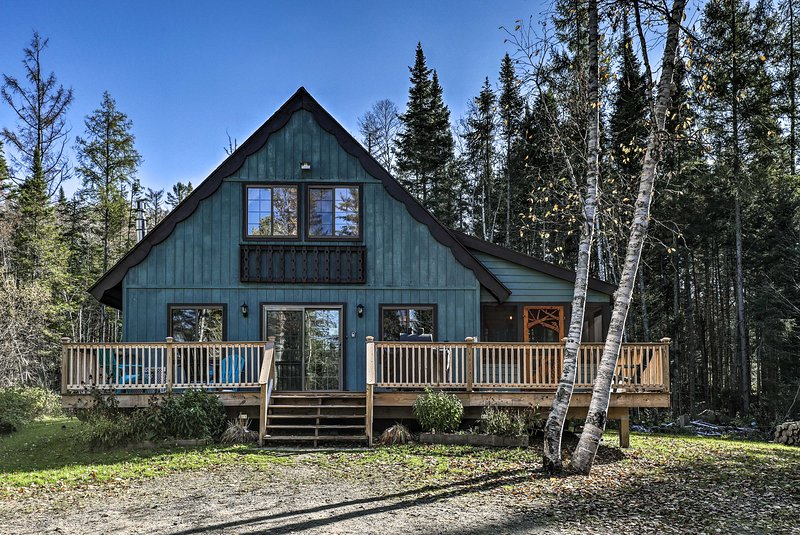 A relaxing mountain getaway awaits you at this lovely vacation rental chalet!
