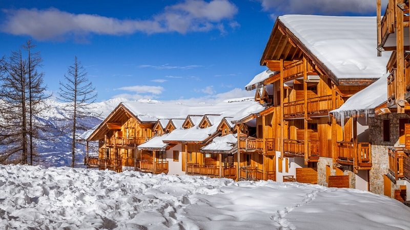 Retreat to your home away from home near the pistes in Les Orres.