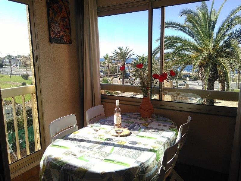 AppartT2+cabine + 2 loggias, vue imprenable sur la mer, résidence calme paysagée, holiday rental in Six-Fours-les-Plages