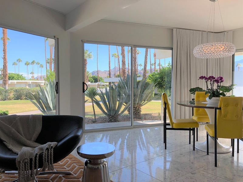 Mid-Century Luxury Condo in Downtown Palm Springs, holiday rental in Palm Springs
