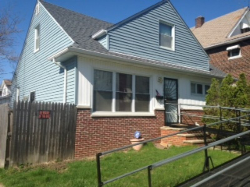 Cozy and quaint 2-bedroom, 1-bathroom bungalow (w/ handicap accessible ramp), casa vacanza a Cleveland Heights