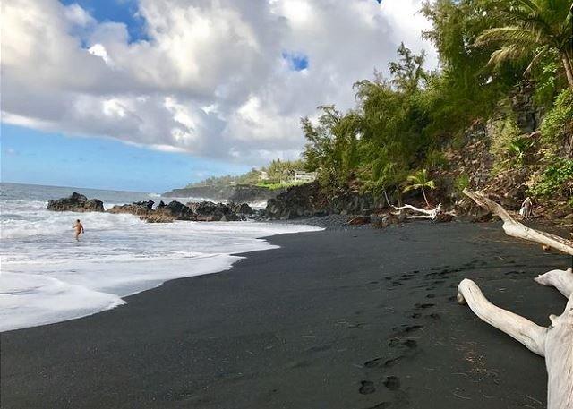 Playa de arena negra de Kehena
