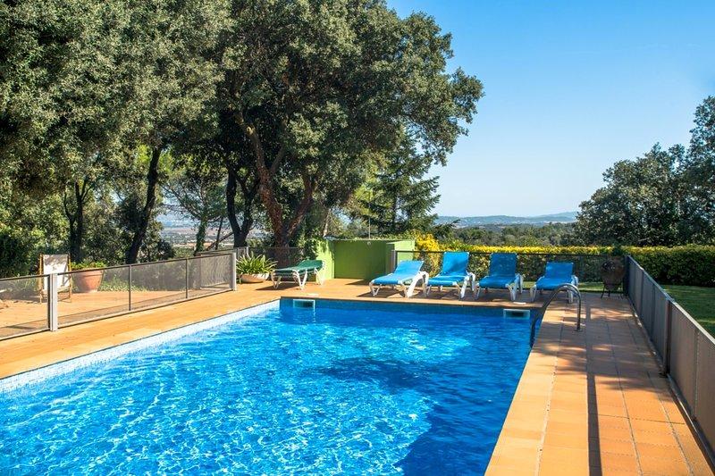 Costabravaforrent Carrió, para 14, jardin, piscina, holiday rental in Sant Sadurni de l'Heura
