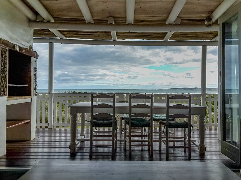 Sandpiper is perfectly located on the main beach in Paternoster.  enhance your W, location de vacances à Velddrif