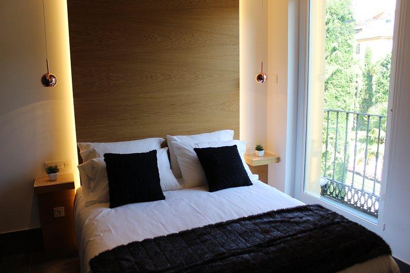 Salamanca Suites Libertad junto a Plaza Mayor, holiday rental in Roscales de la Pena