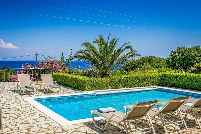 Anninata Villa Sleeps 6 with Air Con and WiFi - 5674882, vacation rental in Poros