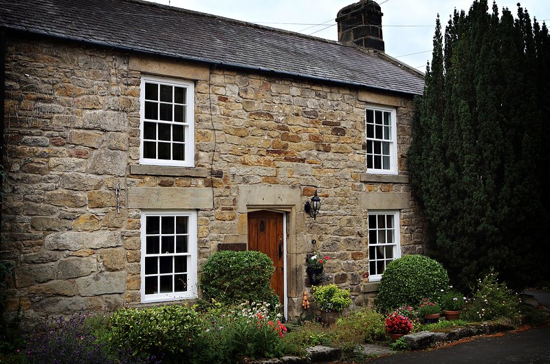 Bijou 17th Century Cottage in quiet lane 8 minutes drive from Corbridge, holiday rental in Shotley Bridge