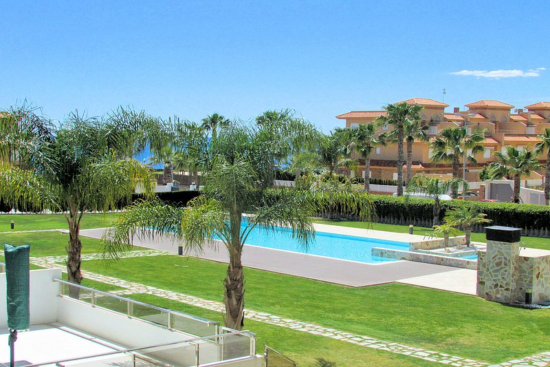 Exclusive apartment in Cabo Roig, walking to beach, holiday rental in Cabo Roig