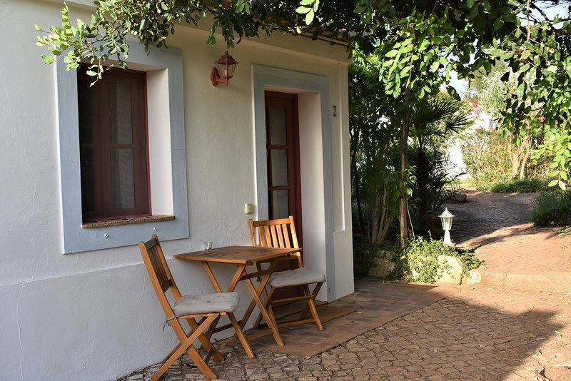 Monte Rosa rural guesthouse, a place to unwind (2), holiday rental in Barao de Sao Joao