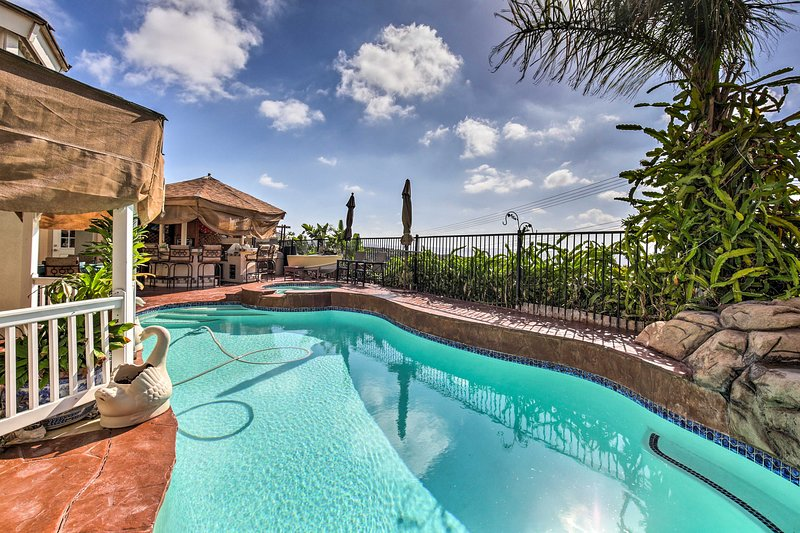 Spacious San Diego Home w/Pool, Spa & Ocean Views!, casa vacanza a Imperial Beach