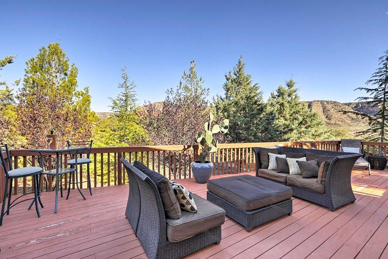 Oak Creek Village Home w/Deck, Yard+Red Rock Views, holiday rental in Village of Oak Creek
