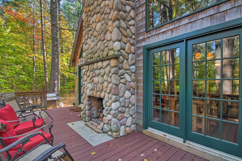 Secluded Conway Home w/ Theater Room & Hot Tub!, vacation rental in Albany