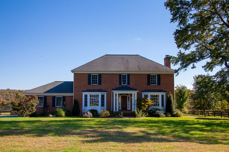Farm and Estate living all in one on this beautiful piece of property close to town!
