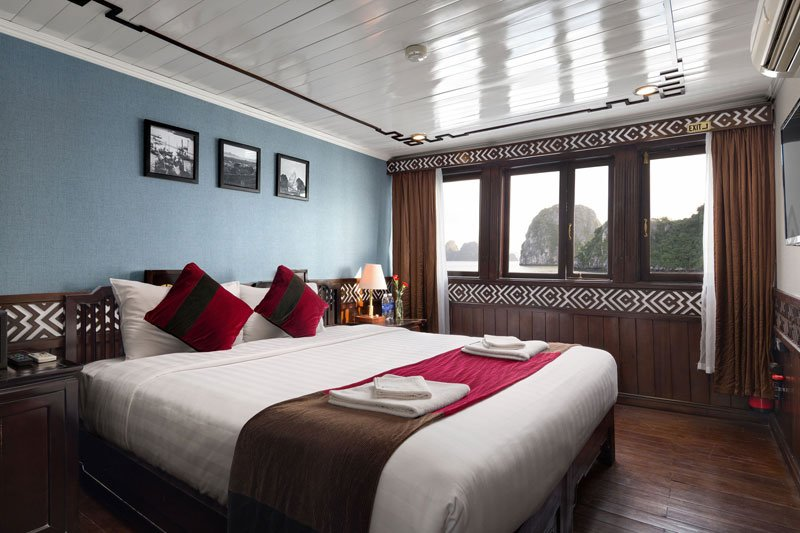 SMALL OVERNIGHT CRUISE TO VISIT HALONG BAY  (2 DAYS 1 NIGHT), holiday rental in Hanoi