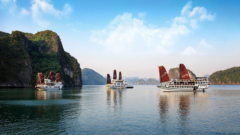 Small Overnight Boat To Visit Halong Bay