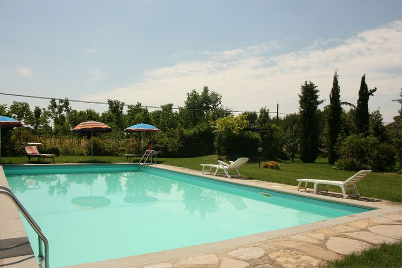 Podere Viti Apartment Sleeps 2 with Pool - 5490389, holiday rental in Castroncello