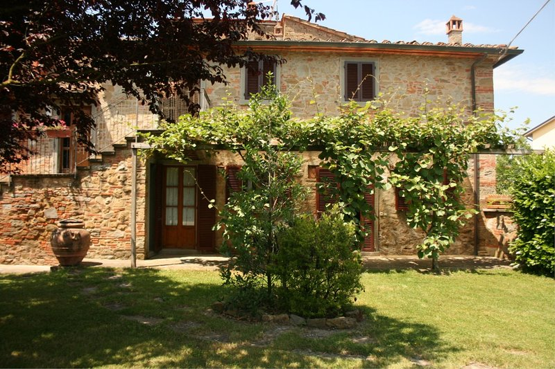 Podere Viti Villa Sleeps 8 with Pool - 5793441, vacation rental in Castroncello