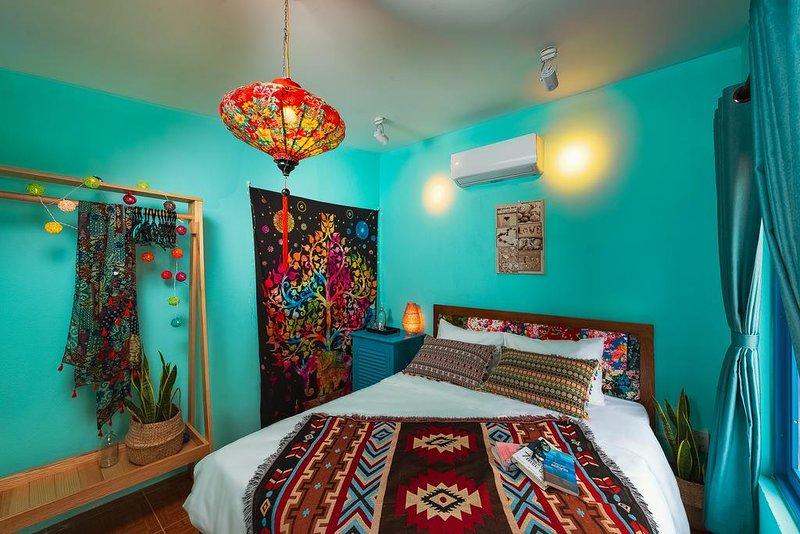 AnnaBo's Beach House - Superior Queen Room With Garden View, casa vacanza a Tam Ky