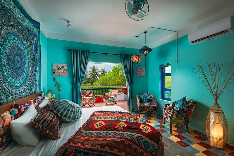 AnnaBo's Beach House - Delux Double Room with Balcony and River View, casa vacanza a Tam Ky