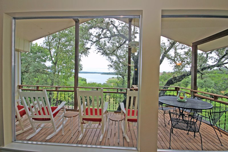SkyRun Property - 'TEXAS ROSE LODGE' - Comfortable Rocking Chairs to Enjoy the View