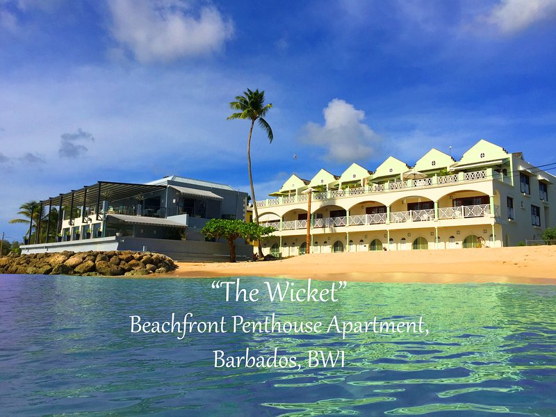The Beachfront Penthouse, White Sands - 3 Bedroom, 3 Bathroom, Sun Terrace, location de vacances à Speightstown