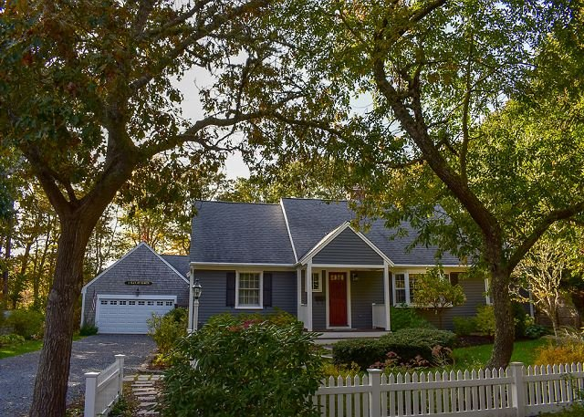 Spacious four bedroom home located in prime Bass River neighborhood, holiday rental in South Yarmouth