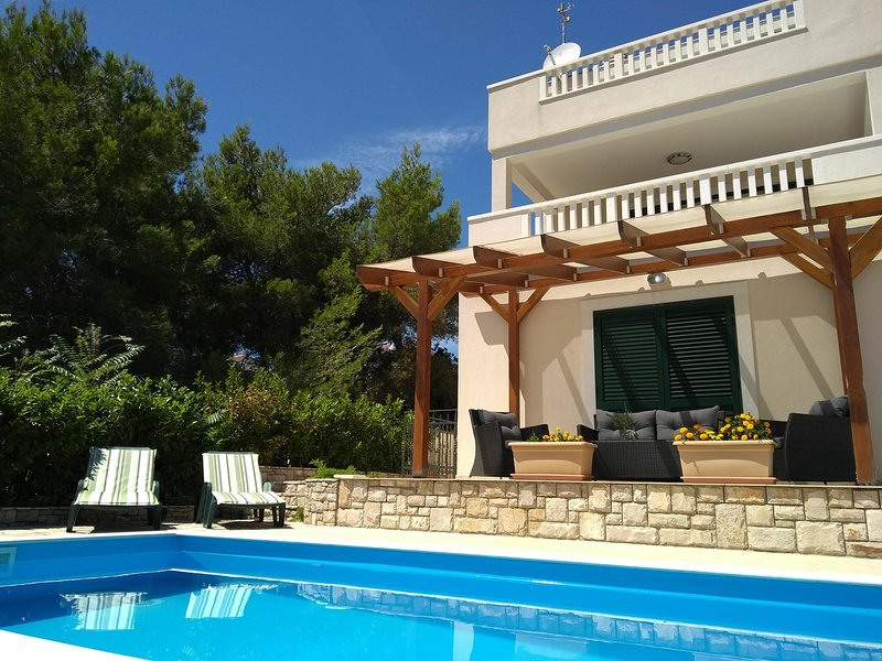 'Apartman Igor' 1 in Maslinica, holiday rental in Solta Island