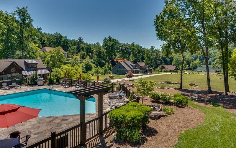Firefly Retreat 202, holiday rental in Chimney Rock