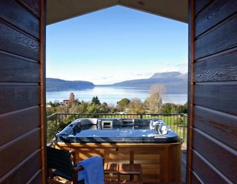Lake Tarawera Luxury - Spencer Lodge offers spectacular views, privacy and charm, vacation rental in Rotorua District