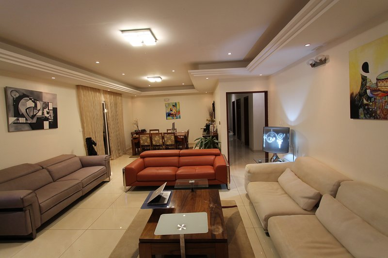 Résidence MASSOU _ Le PENTHOUSE, Quartier BASTOS / GOLF, alquiler de vacaciones en Yaounde