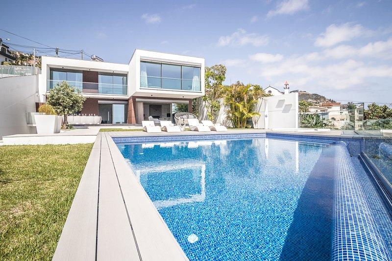 Villa Bela 6 Pax - New!, alquiler de vacaciones en Sao Goncalo