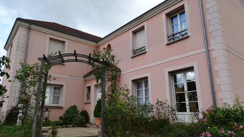 Chambres  d'hôtes  'La Maison du Saussoy', holiday rental in Chailly-en-Brie