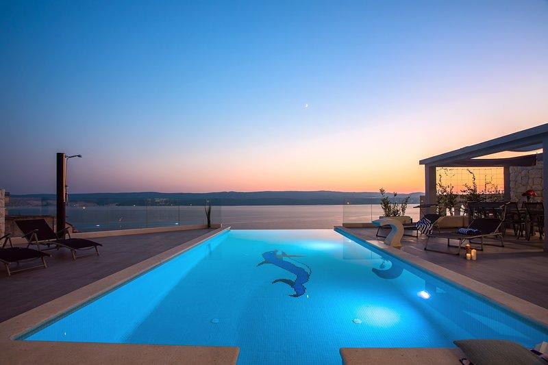 Luxury Villa POCRNJA with heated pool, jacuzzi, sauna, gym and pool table, holiday rental in Stanici