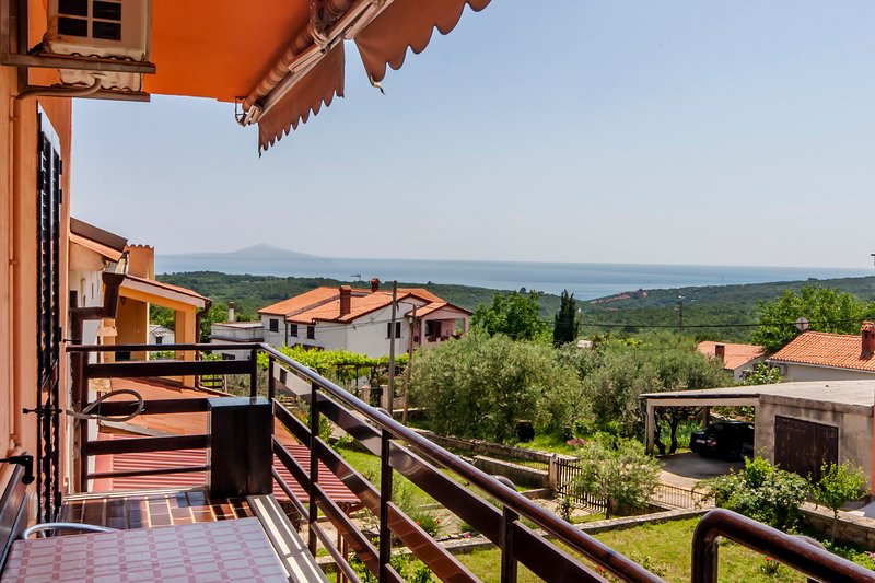 Spatious apartment with Sea view 2+2 in Peruski, Istria, Croatia, vacation rental in Peruski